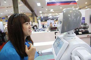 Cận cảnh nhan sắc 'cô gái' robot tại Việt Nam Expo 2018