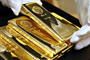 Giá vàng thế giới lao dốc, trong nước giảm nhẹ