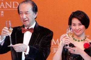 Tỉ phú sòng bạc Hồng Kông về hưu