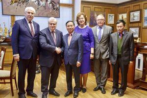Đại sứ Ngô Đức Mạnh gặp lãnh đạo Quốc hội Nga và Chủ tịch đảng 'Nước Nga Công bằng'