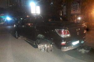 Bắt khẩn cấp tài xế xe bán tải tông, kéo lê nạn nhân hàng trăm mét