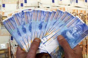 Sợ bị Mỹ trừng phạt, tỷ phú Nga bán mạnh khiến franc Thụy Sỹ sụt giá bất ngờ?