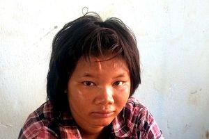 Cô gái tuổi teen cướp giật dây chuyền của bé trai 8 tuổi