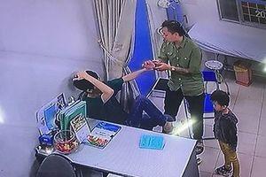 Bác sĩ Bệnh viện Xanh Pôn bị người nhà bệnh nhân đấm liên tiếp vào mặt