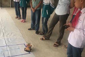 Học trò trường làng lập trình robot điều khiển bằng smartphone