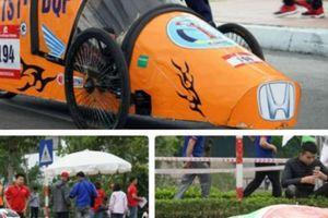 Ngắm những 'bóng hồng' tại cuộc thi lái xe tự chế độc lạ ở Hà Nội
