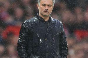 HLV Mourinho nói gì khi M.U sớm 'dâng' chức vô địch cho Man City?
