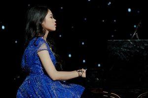 25 nữ sinh xinh đẹp Nhạc viện Hà Nội tranh tài tại đêm thi Tài năng