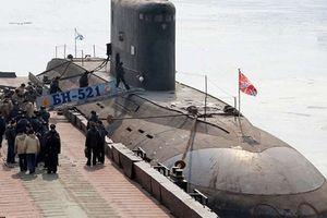 Trước cuộc không kích Syria, tàu ngầm Nga đã bí mật bám theo tàu ngầm Anh