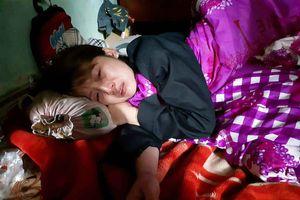 Vụ bé trai 8 tuổi bị người lạ xông vào nhà đâm tử vong: Ai oán tiếng khóc của người ở lại