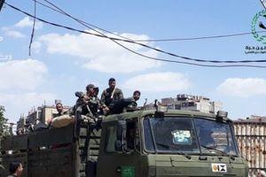 Chùm ảnh: Binh lính và xe bọc thép quân đội Syria kéo tới Nam Damascus đánh IS