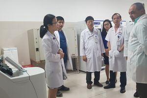Chuyên gia y tế Cuba làm việc tại bệnh viện ở Quảng Bình