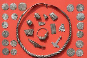 Cậu bé phát hiện kho báu vô giá nghìn năm của vua Bluetooth