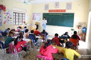 Cô giáo trẻ xứ Nghệ được cư dân mạng bình chọn là 'cây kéo vàng'