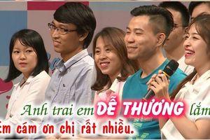 Cô gái ở hàng ghế khán giả khiến nhiều người sôi sục tìm kiếm