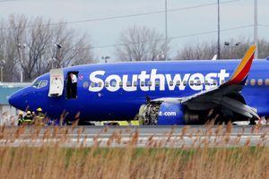 Mỹ: Máy bay chở gần 150 người gặp sự cố động cơ, 1 người thiệt mạng