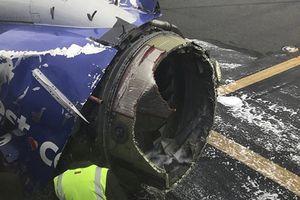 Mỹ: Động cơ máy bay phát nổ, phá vỡ cửa sổ giữa trời