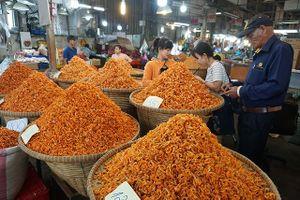 Chợ thủy hải sản khô lớn nhất Sài Gòn tất bật ngày cận Tết