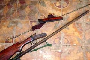 Phát hiện 2 vợ chồng tử vong cạnh khẩu súng kíp tại nhà riêng