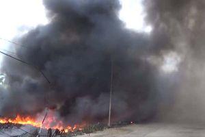 Cháy lớn ở bãi tập kết phế liệu khiến hơn 500 học sinh phải nghỉ học