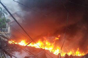 Hơn 500 học sinh nghỉ học do cháy lớn bãi tập kết phế liệu