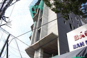 Công nhân ốp đá rơi từ tầng 12 tử nạn