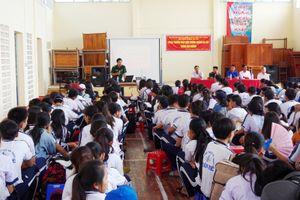 Bộ đội biên phòng Sóc Trăng tuyên truyền phòng, chống ma túy cho học sinh 