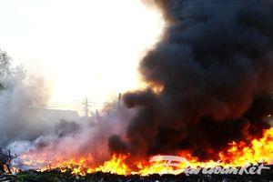 Cháy bãi tập kết phế liệu, hàng trăm học sinh phải nghỉ học