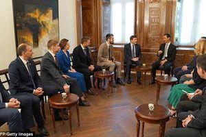 Hình ảnh ông Assad thản nhiên sau đòn đau của phương Tây