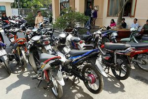 Hàng chục dân chơi tuổi 'teen' tụ tập đua xe tại Đà Lạt