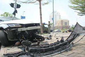 Xế sang Audi nát bươm trong khu đô thị Phú Mỹ Hưng