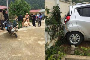 Giáo viên bất cẩn lùi xe trong sân trường, học sinh lớp 1 tử vong tại chỗ