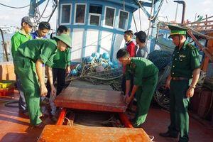 Cà Mau: Bắt 3 tàu mua bán dầu trái phép trên biển