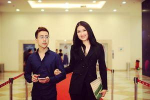 Diễn viên Khả Quân tay trong tay tới rạp xem phim cùng người đẹp Lại Quỳnh Giang