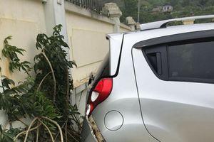 Sơn La: Giáo viên lùi xe trong sân trường khiến 2 học sinh thương vong