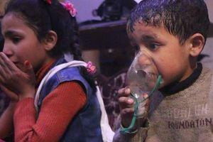 Bé trai trong video về vụ tấn công hóa học ở Syria nói lên sự thật