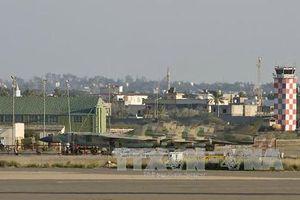 Rocket rơi trúng máy bay Airbus 320 đang chờ cất cánh ở Libya