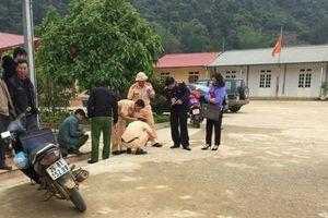 Sơn La: Giáo viên lùi xe trong sân trường, cán hai học sinh thương vong