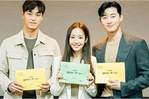 Cặp chị em Park Min Young - Park Seo Joon rạng rỡ trong buổi đọc kịch bản 'Whats Wrong with Secretary Kim?'
