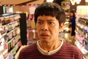 Thái Hòa loay hoay trước mê cung đồ phụ nữ trong 'Chàng vợ của em'