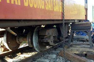 Tàu hỏa trật bánh ở Bình Thuận, hành khách hoảng loạn
