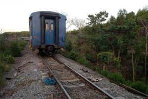 Tàu SE8 trật bánh khỏi đường ray: May mắn không thiệt hại