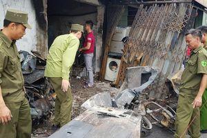 Lửa ngùn ngụt bốc lên từ cửa hàng sửa chữa điện lạnh, 3 mẹ con chết cháy thương tâm