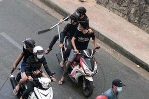 Hai nhóm giang hồ dùng súng, mã tấu hỗn chiến giữa trung tâm Sài Gòn
