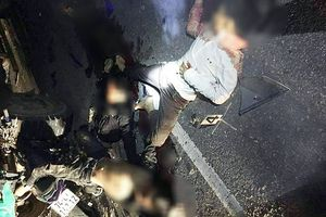 Va chạm ô tô đỗ bên đường, 4 thanh niên trên một xe máy thiệt mạng