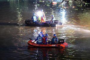 Lật thuyền rồng ở Trung Quốc, ít nhất 17 người chết