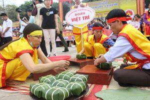 Tưng bừng Hội thi gói bánh chưng, giã bánh dầy tại Đền Hùng