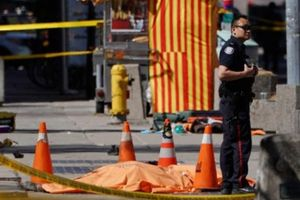Canada: Kinh hoàng tông xe khiến hàng chục người thương vong