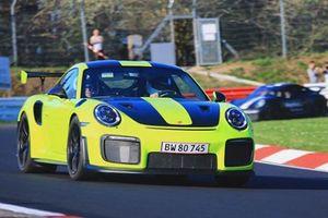 Porsche GT2 RS gặp tai nạn tại 'Địa Ngục Xanh' Nurburgring