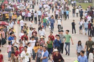 Clip: Vượt hàng nghìn km náo nức về dự lễ hội Đền Hùng 2018